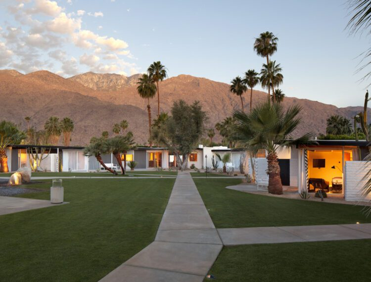 L'Horizon Palm Springs grounds