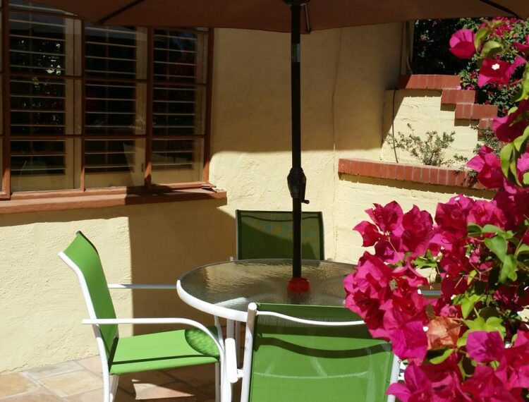 El Mirasol patio