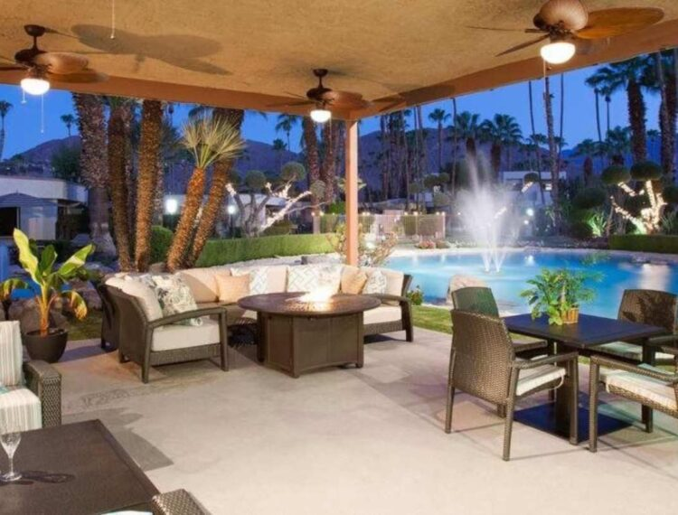 Desert Isle outdoor seating