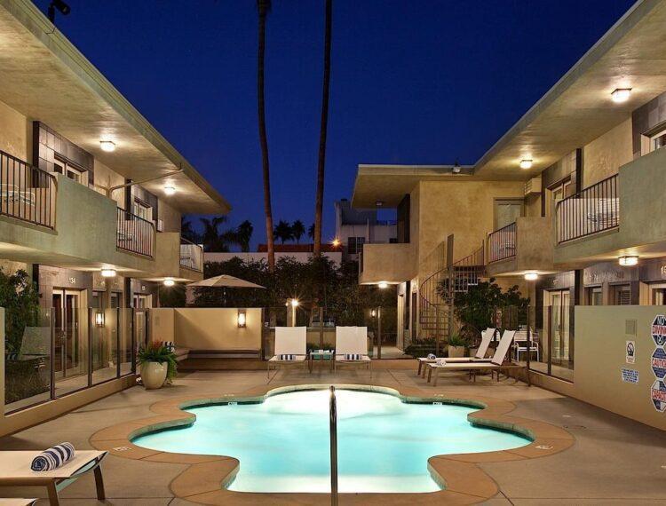 7 Springs hotel pool