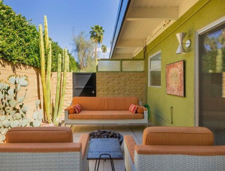 Desert Star outdoor seating