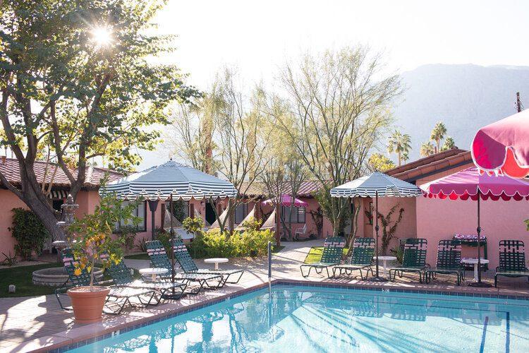 Les Cactus pool area