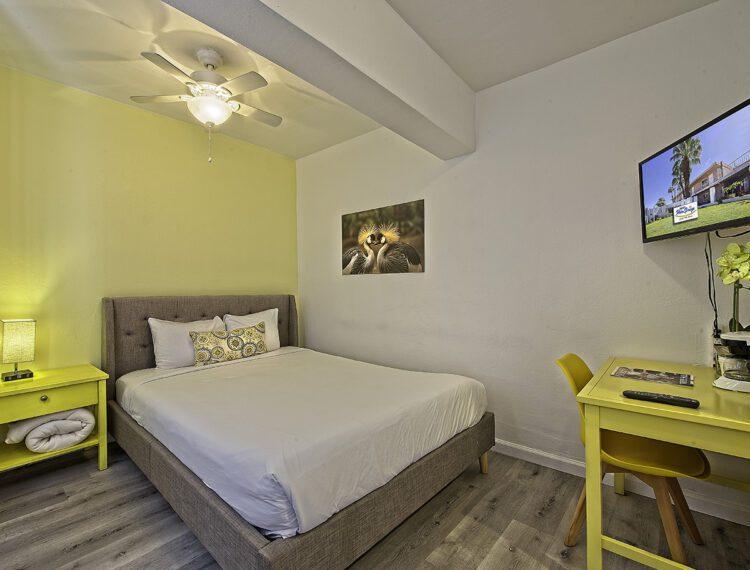 Inn at Palm Springs guestroom