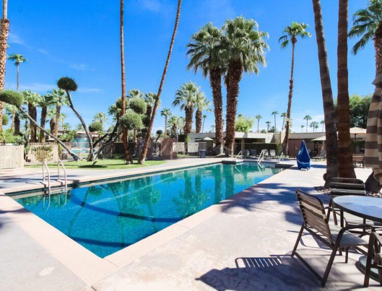 Desert Isle pool