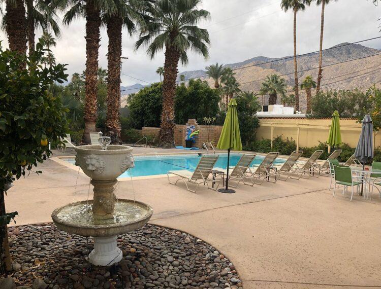 El Mirasol pool