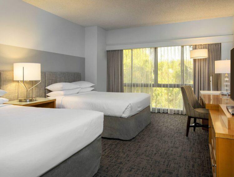 Renaissance Palm Springs Hotel guestroom