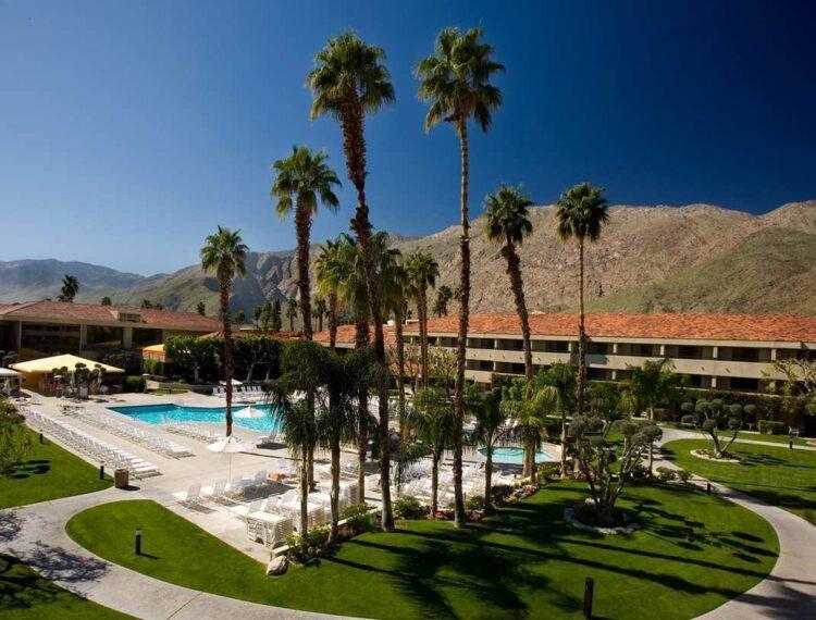 Hilton Palm Springs pool