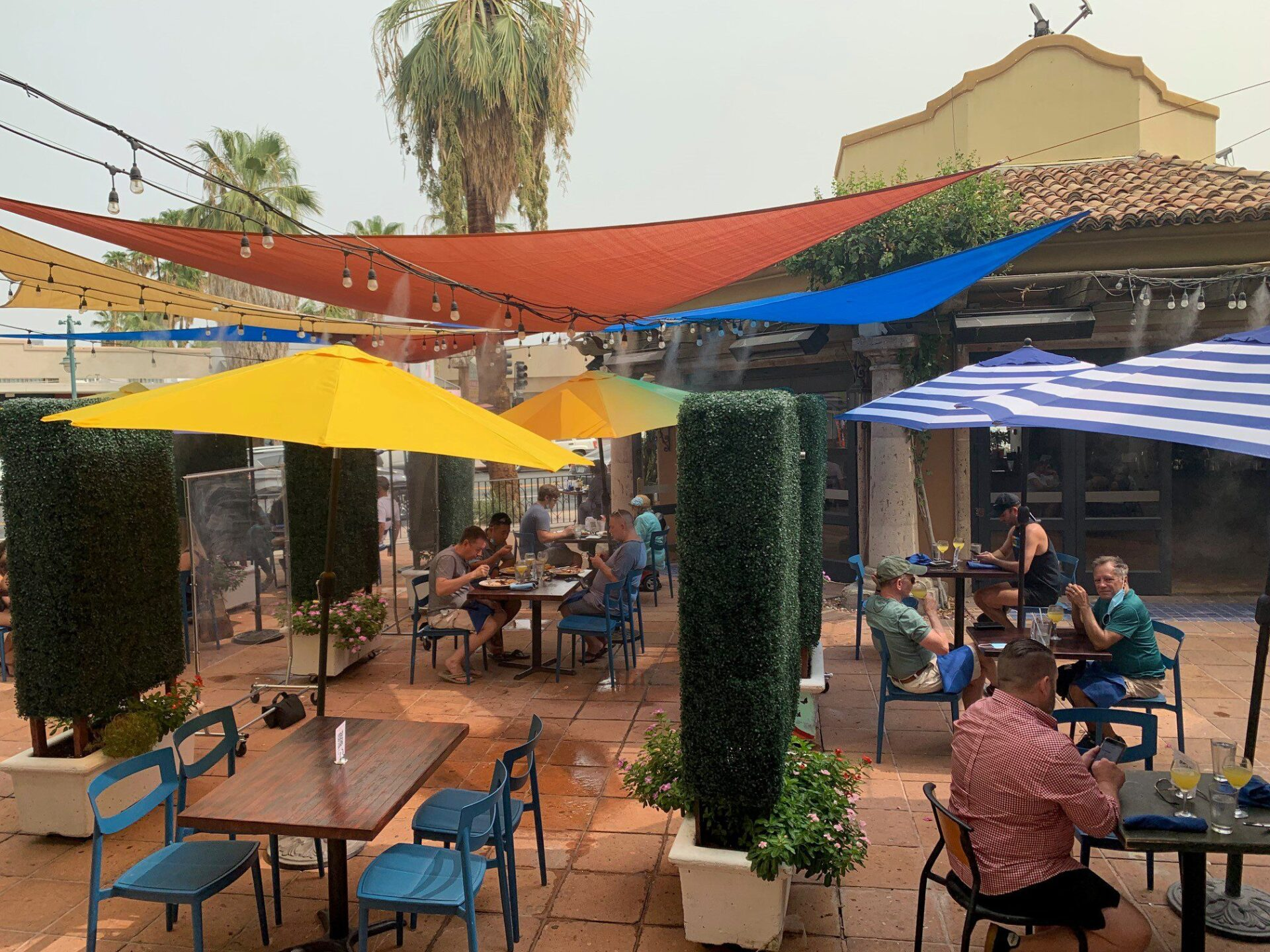 oscar's palm springs patio