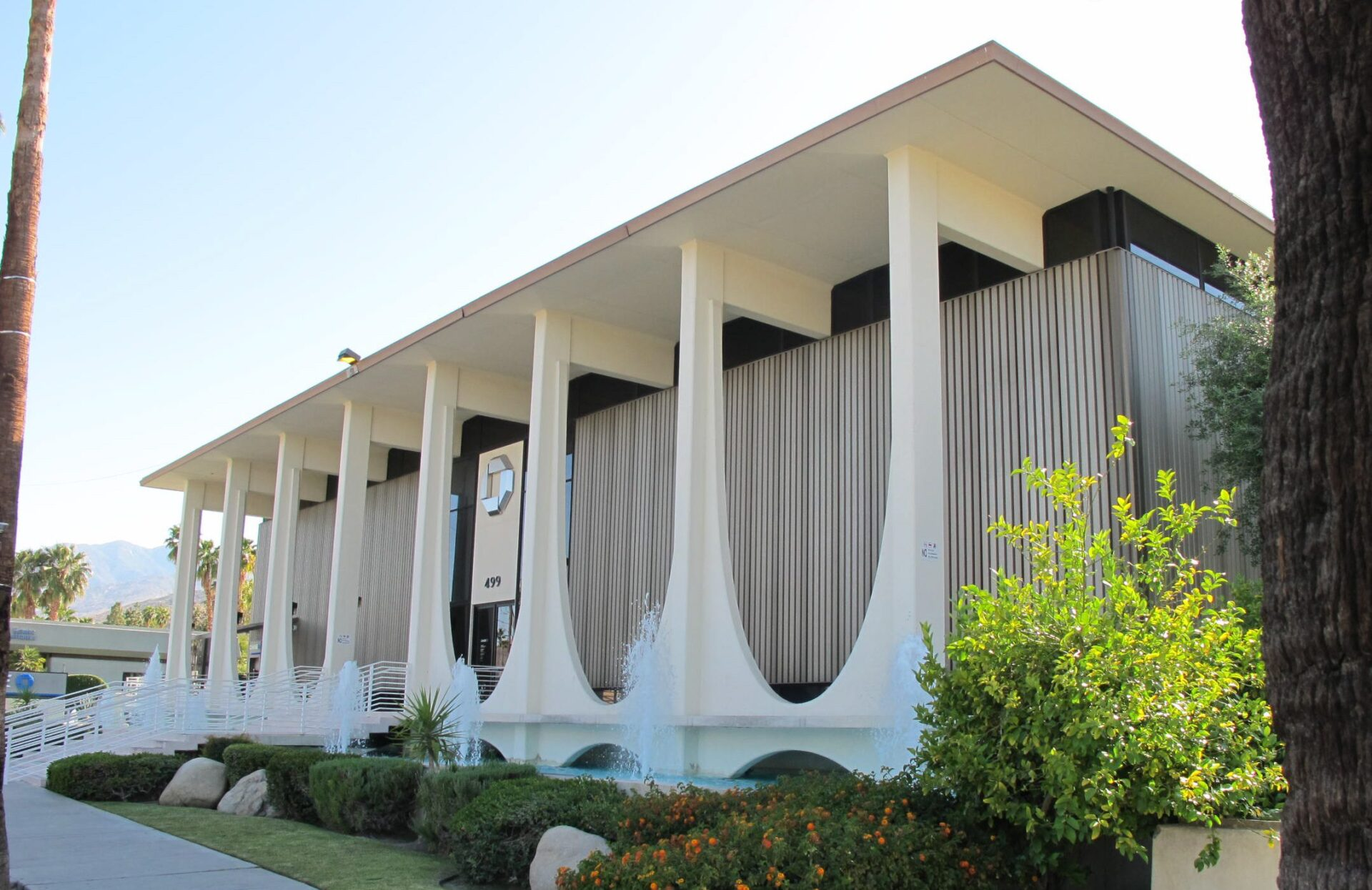 Chase Bank by architect E. Stewart Williams in palm springs