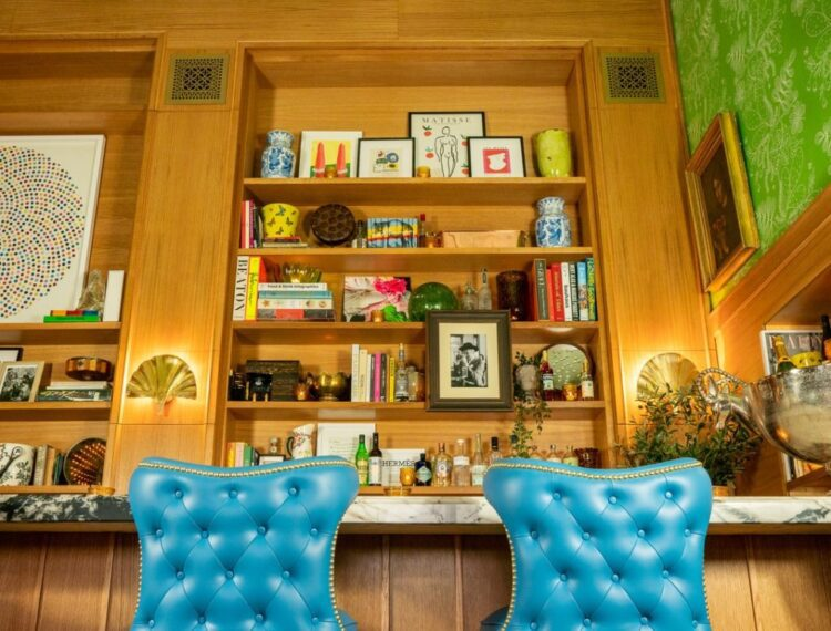 Bar Cecil interior