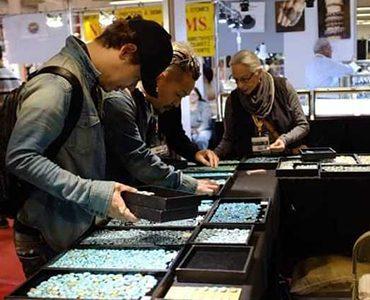 peopel looking at gems at tradeshow