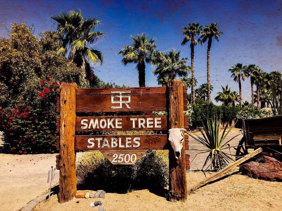 smoke tree stables sign